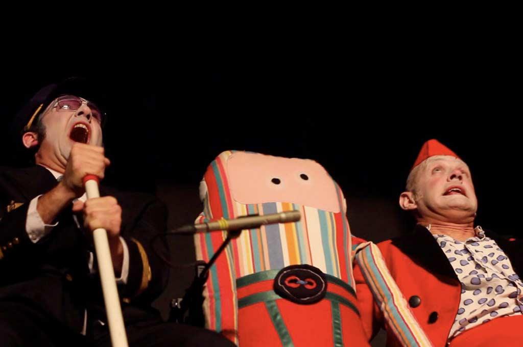 Le brame de l'escargot - Royal Air Farce duo clowns